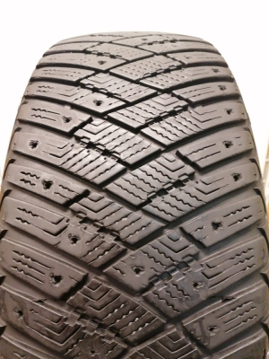 R-16-205-55-Goodyear Ultra Grip Ice Artic (7.5mm)